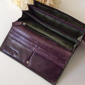 Handbags - Gorgeous leather wallet